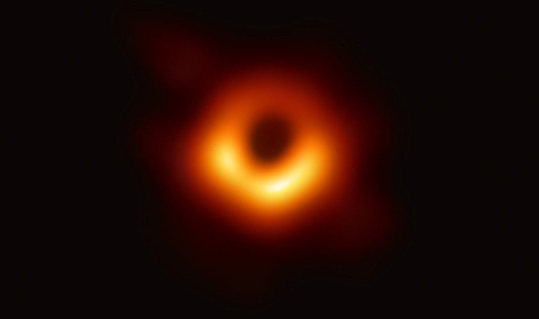Event Horizon, ecco la prima foto di un buco nero.