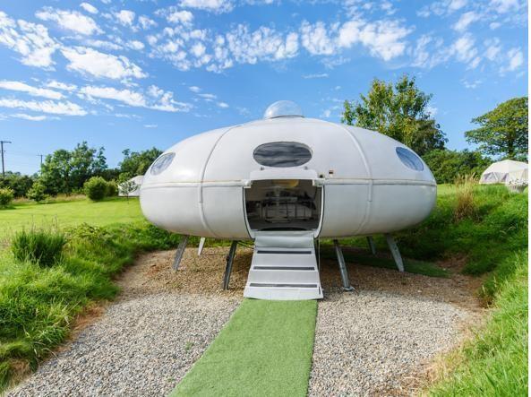 In vacanza nello spazio: le case in affitto ispirate all'allunaggio