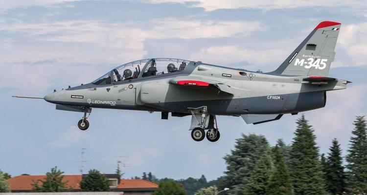 A Venegono continuano a pieno ritmo i voli di collaudo del M-345 HET