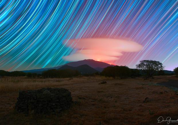 La Nasa stregata dalle nubi fantastiche sull'Etna