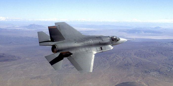 Gli Stati Uniti cercano di collegare il jet stealth F-35 al veicolo spaziale X-37B