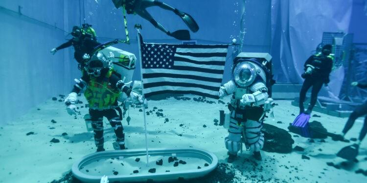NASA ha iniziato i test delle tute lunari per le missioni Artemis