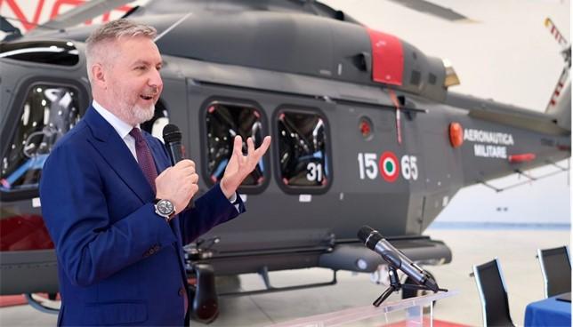Leonardo consegna all'Aeronautica un elicottero HH-139B