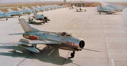 La Cina trasforma i vecchi caccia J-6 in droni